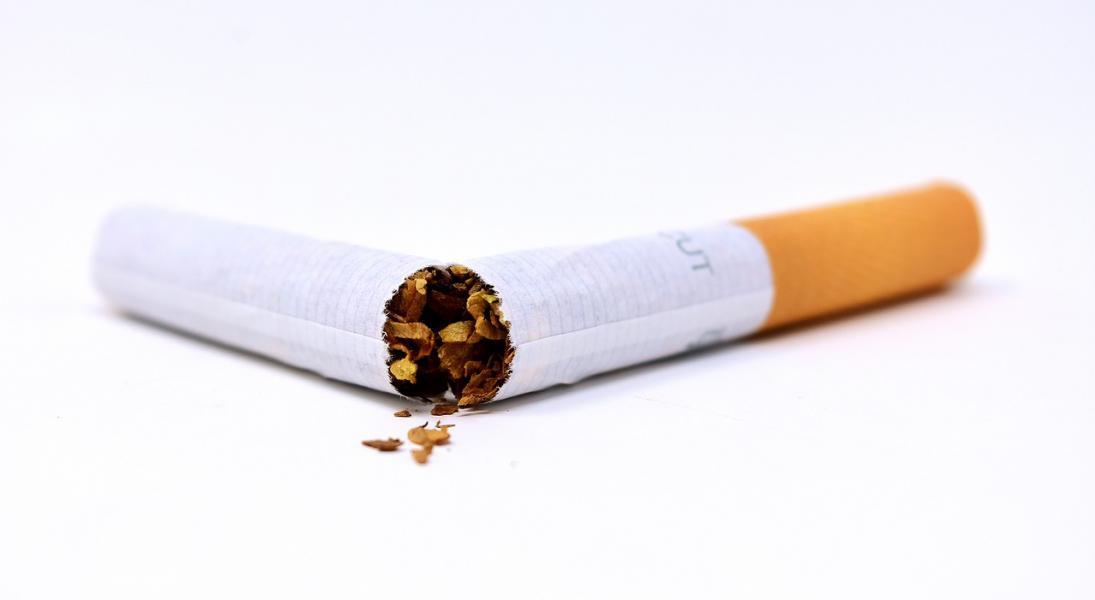 Cigarette 3112660 1280